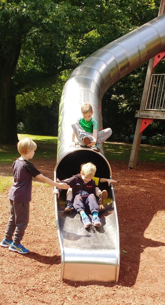 KinderSportWoche trotzt dem schlechten Wetter mit Schwimmen, Toben, Spielen und dem Besuch des Waldkletterparks